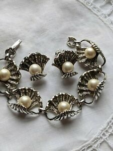 VINTAGE JUDY LEE SHELL AND FAUX PEARL DEMI PARURE SILVERTONE 60#x27;S $39.99