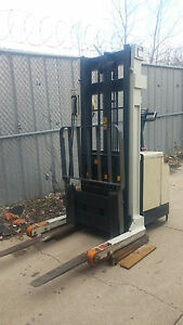Crown 30wrtl 150 Electric Walkie Stacker Hilo Fork Lift 150 Inch Mast W Charger