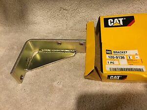 120 9136 Cat Fuel Filter Bracket Caterpillar 1209136 933 933c 939 939c D5c