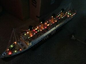 Titanic Wooden Model Cruise Ship With Flashing Light 40