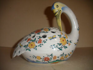 Antique Paris French Porcelain Rue Fontaine Au Roi Duck Frog Flower Figure