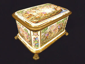 Rare Stunning Capodimonte Porcelain Paw Footed Jewelry Trinket Box Circa 1744