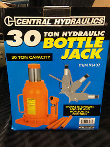 Central Hydraulics 30 Ton Bottle Jack