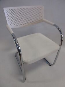 Vitra Visavis 2 White Guest Chairs In Great Condition Large Quantity Available