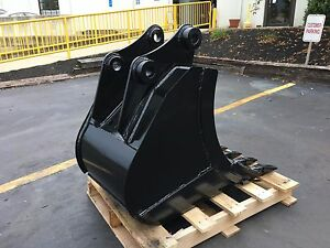 New 24 Heavy Duty Excavator Bucket For A Bobcat E85