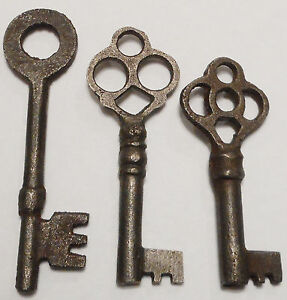Antique Vintage Skeleton Keys Reproduction Steampunk Jewelry Lot Of 3