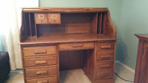 Oak Roll Top Desk Excellent Condition Antique Honey Color