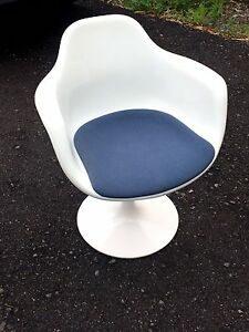 Vintage Herman Miller Eames Era Krueger Fiberglass Tub Arm Chair White Set Of 4