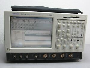 Tektronix Tds7104 Tds 7104 Digital Phosphor Oscilloscope