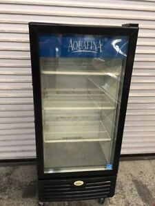 1 Glass Door Beverage Cooler Idw 10s 6928 Commercial Merchandiser Refrigerator