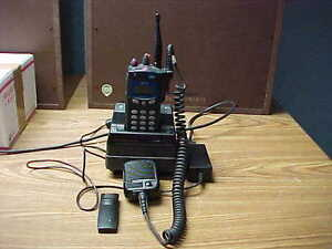 Harris macom P7200 700 800mhz Bundle Radio Charger Microphone Antenna