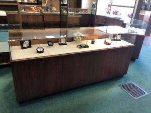 5 Store Display Cases 2 Lighted Display Cabinets