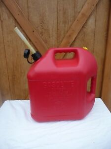 Blitz 5 Gallon Plastic Gas Can W Old Style Pull Out Spout And Cap
