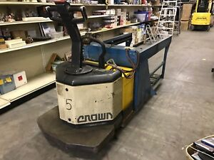 Crown Pe 3520 60 Electric Pallet Jack 6000 Lbs Capacity With Battery Extractor