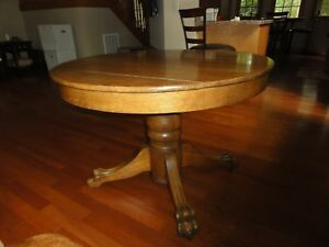 Antique Solid Oak Round Table Very Good Condition
