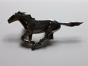 Vintage Oem Ford Mustang Grill Horse Emblem Straight Tail D5zb 8216 Ab Np2 5