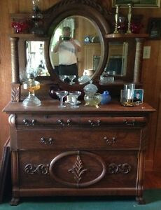 Antique Quartersawn Tiger Oak Sideboard Buffet Beveled Mirror Backsplash
