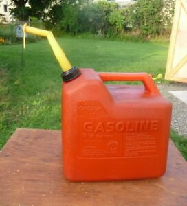 Chilton 5 1 4 Gallon Plastice Gas Can With Old Style Spout W cap