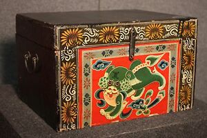 Small Trunk Box Wooden Lacquered Black Painting Decorations Oriental Style 900