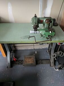 Us Blind Stitch Corp Model 718 k6 Sewing Machine W Table