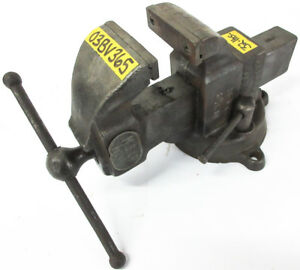 Columbian 3 1 2 Bench Vise 4 1 2 Capacity W Swivel Base
