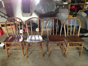 Antique Windsor Bow Back Farm Chairs Set Of 4