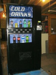Soda Pop Drink Machine Dixie Narco 501 e Bottles Cans