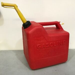 Vintage Chilton Gas Can Vented With Screened Spout 5 1 4 Model P50