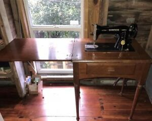 Great Singer Antique Old Sewing Machine With Table In Great Condition
