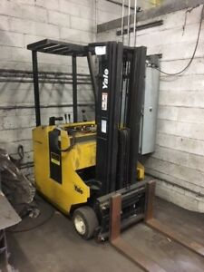 Yale Stand Up End Control Rider Electric Forklift With Charger