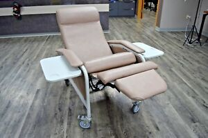 Surgical Medical Multi purpose Mobile Treatment Recliner Chair Winco 6530