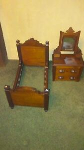 Salesman Sample East Lake Bed And Dresser Set