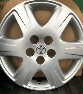 1 New 15 Toyota Corolla Wheel Cover Hollander 61133