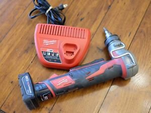 Milwaukee 2432 20 Propex Expansion Tool Charger W Xc Battery Used