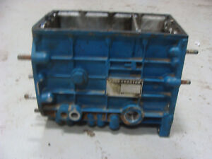 1100 1200 Ford Compact Tractor Transmission Case Sba322010570