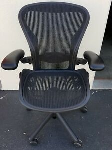 Herman Miller Aeron Mesh Chair Med Size b Fully Loaded Adjustable Arms Lumbar