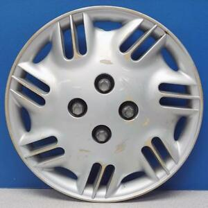 One 1996 1999 Saturn S Series 6006 14 Hubcap Wheel Cover 21011501 Used