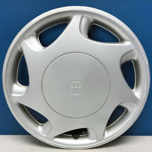 One 1997 2000 Toyota Camry 61087 14 Hubcap Wheel Cover 42621aa020 Used