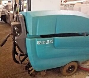 Tennant 5680 32 In Disk Floor Scrubber Buffer With Charger