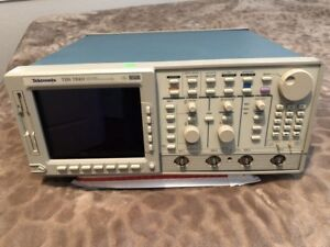Tektronix Digital Oscilloscope Tds784d 1ghz 4gs s 4ch Options 05 And 1m
