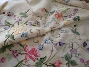 Exquisite Vintage Hand Embroidered Irish Linen Lace Tablecloth Stunning Roses