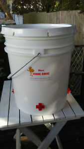5 Gallon Poultry Waterer 4 Water Nipples