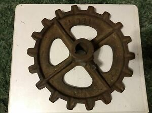 L371 A New Original 18 Tooth Sprocket For A New Idea No 8 Manure Spreaders