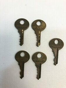 Vintage Lot Of 5 Master Lock Co Padlock Keys 1 375 Used