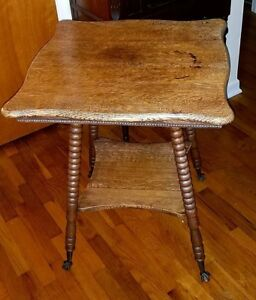 Antique Quarter Sawn Tiger Oak Parlor Table Glass Claw Feet 29 5 Height