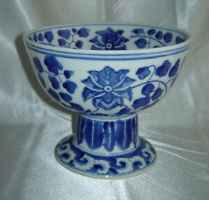 Antique Blue White Asian Leaf Pattern Pottery 5 Footed Pedestal Bowl China