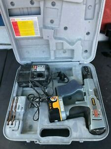 Senco Duraspin Drywall Screw Gun Driver With Battery Charger Case Ds200