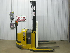 Yale Walk Behind Pallet Straddle Stacker Walkie Fork Lift 4000 Lb Capacity