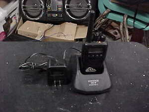 Kenwood Tk 3140 Uhf fm Radio With Ksc 30 Charger Works