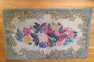 Vintage Antique Folk Art Hooked Rug Floral Design 47 X 29